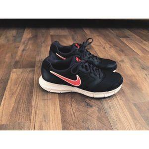 Black & pink Nike Downshifter 6